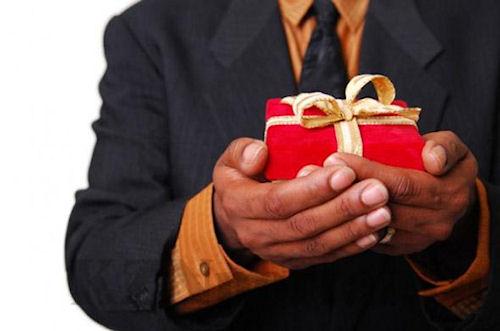 Неудачные подарки к 8 Марта