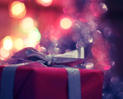 Какой подарок положить под новогоднюю елочку