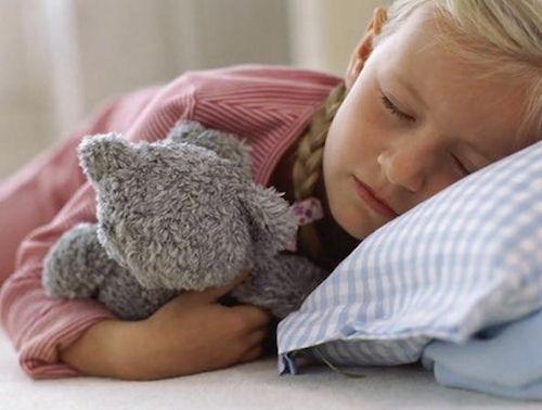 Приучаем ребенка засыпать самому