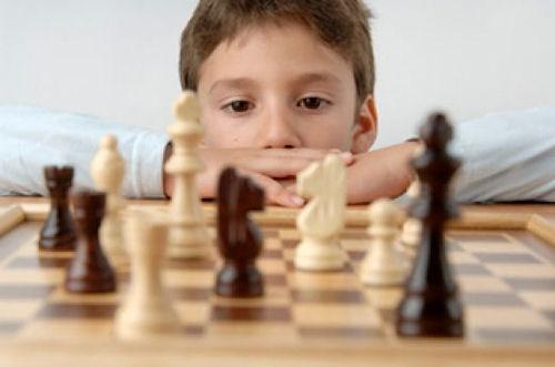 А ваш ребенок уже ходит на шахматы?