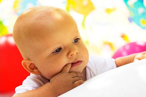 Как отучить детей сосать пальцы