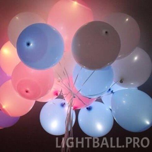 Большой ассортимент светящихся шаров для оформления праздника